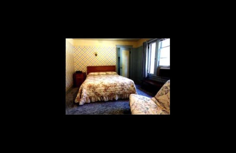 Guest room at Windrider Inn.