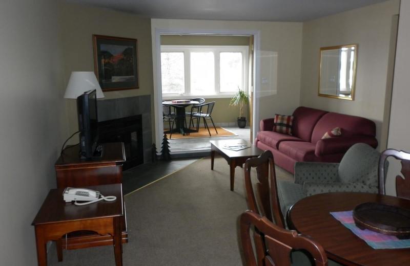 Guest room at Rocky Crest Golf Resort.