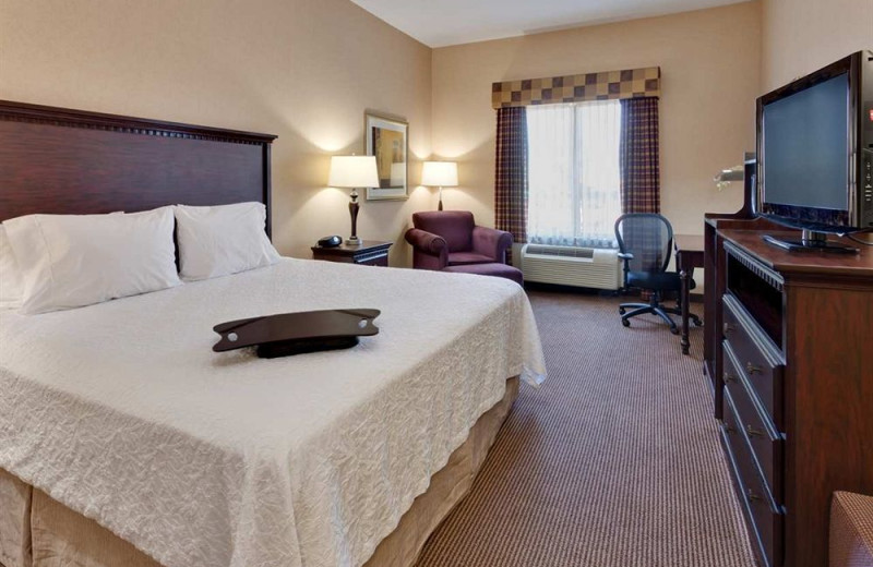 Guest room at Hampton Inn and Suites Sacramento Airport Natomas.