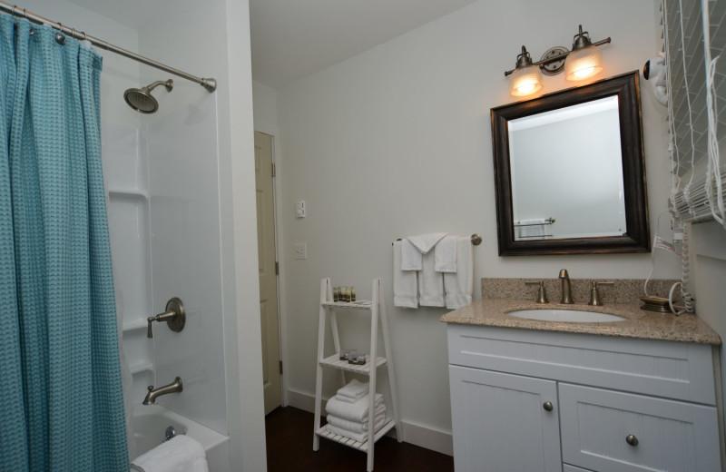Cabin bathroom at Newagen Seaside Inn.