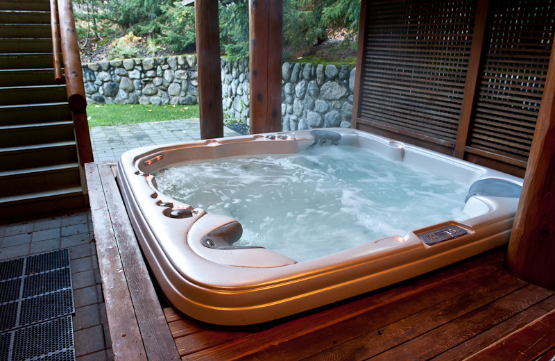 Hot tub at Lorimer Ridge Lodge.