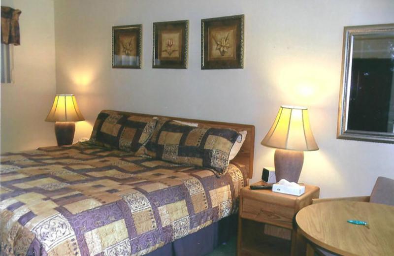 Guest room at Cedar Court Inn.