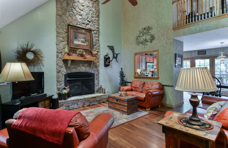 Rental living room at Amazing Branson Cabin Rentals - RentBranson.