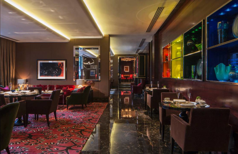 Lounge at Four Seasons - London.