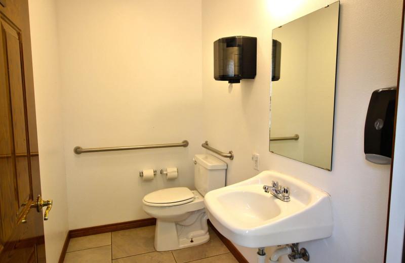 Reunions bathroom at Peach Tree Inn & Suites.