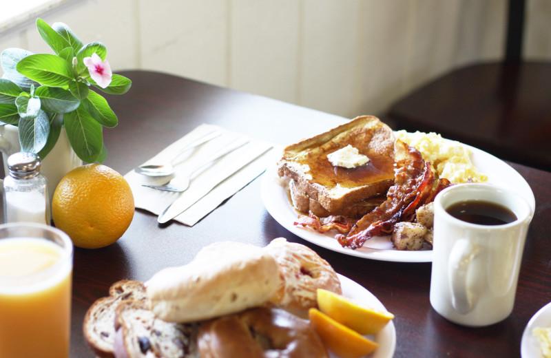 Breakfast at Southern Oaks Inn.