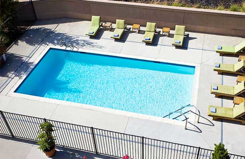 Outdoor pool at Courtyard by Marriott Novato Marin/Sonoma.