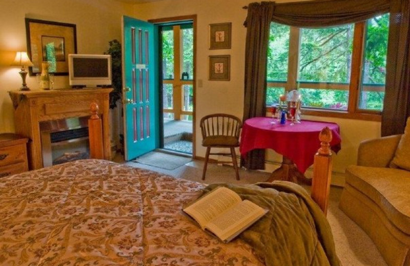 Guest suite at A Pearson's Pond Luxury Suites and Adventures.