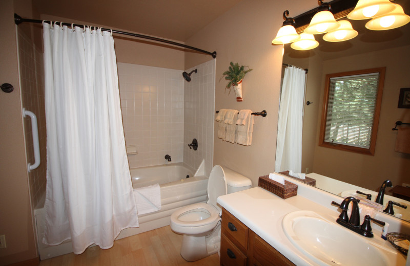 Guest bathroom at Riverwood on Fall River.