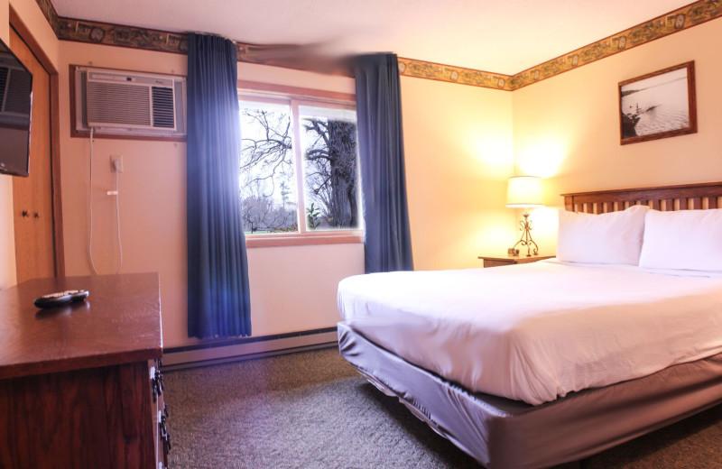 Condo bedroom at Ruttger's Bay Lake Lodge.