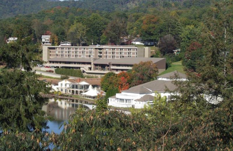 Exterior view of Terrace Hotel Lake Junaluska.