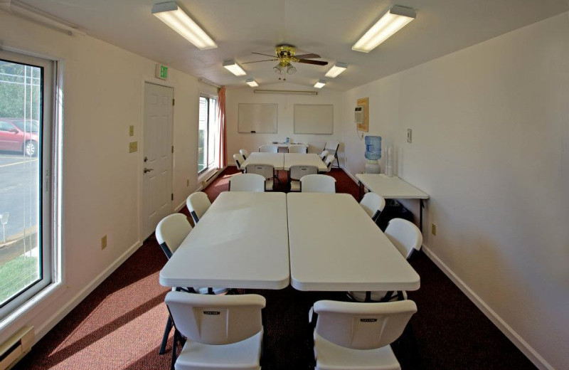 Meeting room at Alpine Trail Ridge Inn.