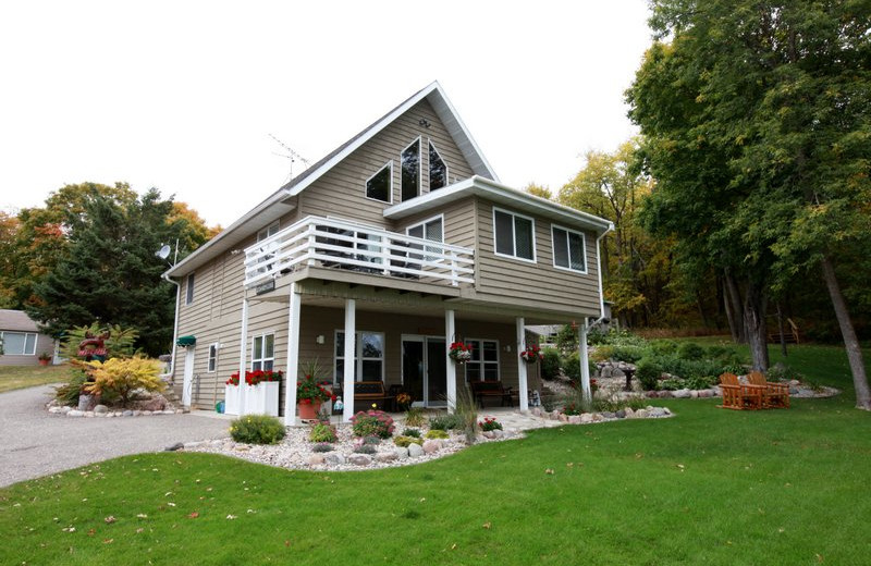 Exterior view of Luxury Lake Home rental at East Silent Resort.
