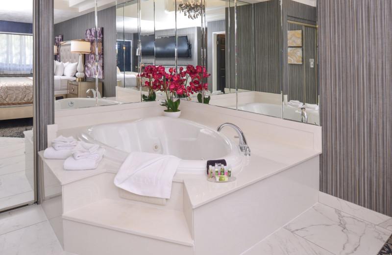 Guest hot tub at Abbey Inn.