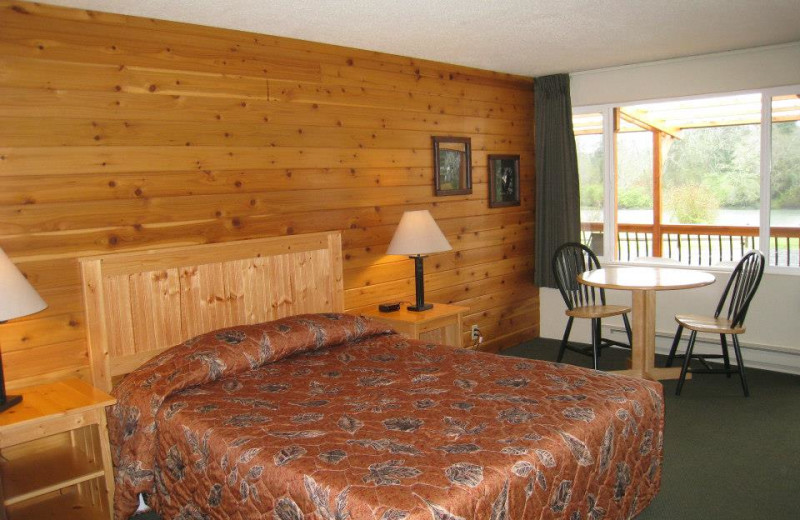 Guest room at Quinault River Inn.