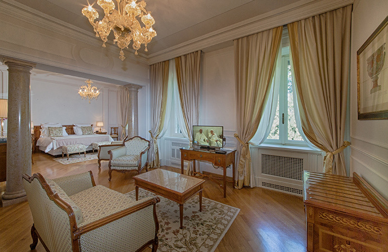 Guest room at Villa Cortine Palace Hotel.