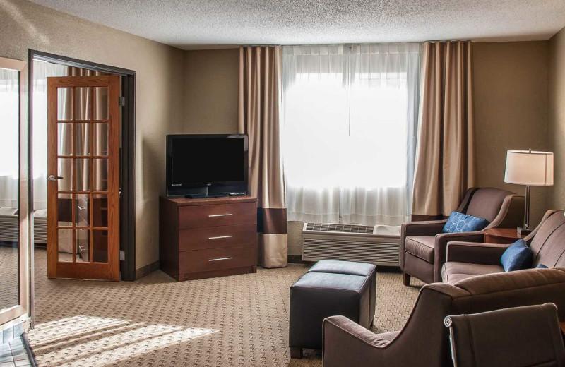 Guest room at Comfort Inn Fergus Falls.