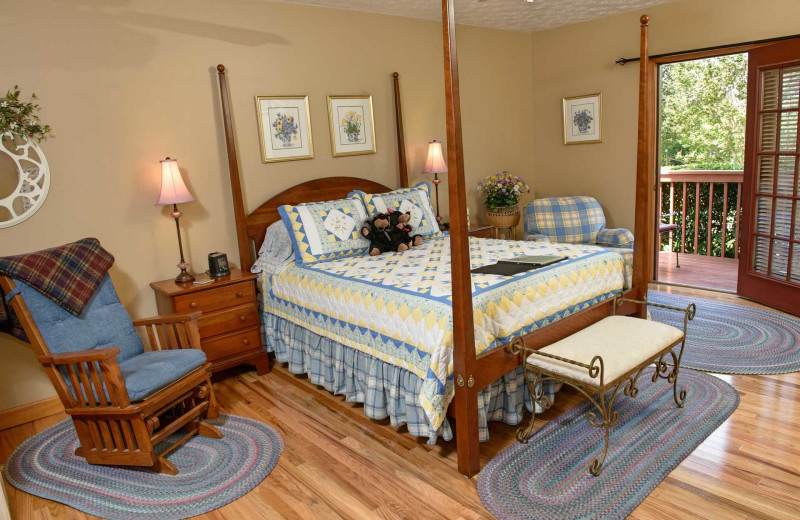 Guest room at Berry Springs Lodge.