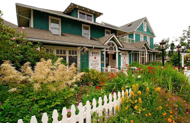 Exterior view of Shelburne Country Inn.