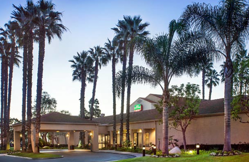 Exterior view of Courtyard by Marriott Huntington Beach Fountain Valley.