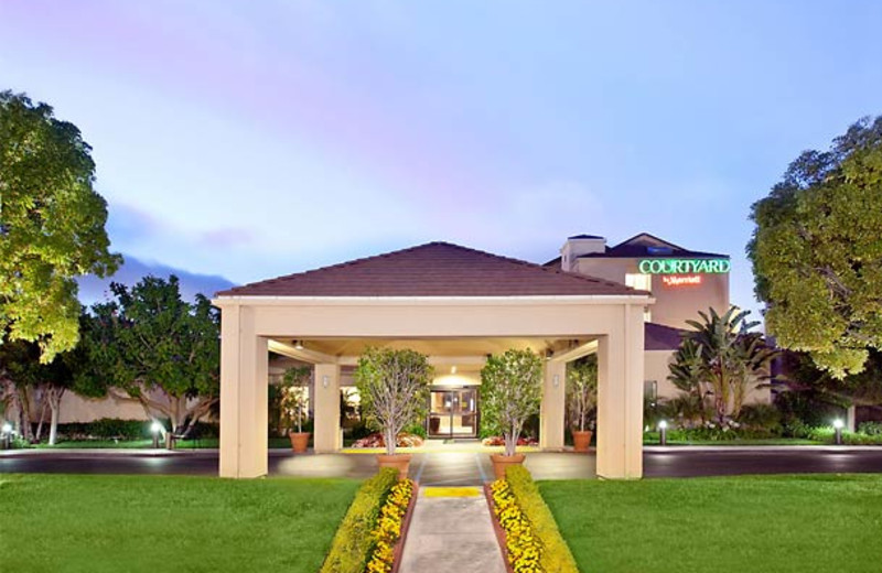Exterior view of Courtyard by Marriott Costa Mesa South Coast Metro.