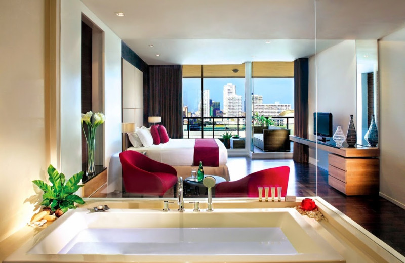 Guest room at Pan Pacific Hotel Bangkok.