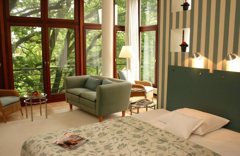 Guest room at Hotel Lindtner Hamburg.