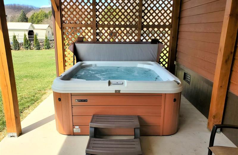 Rental hot tub at Allstar Lodging.