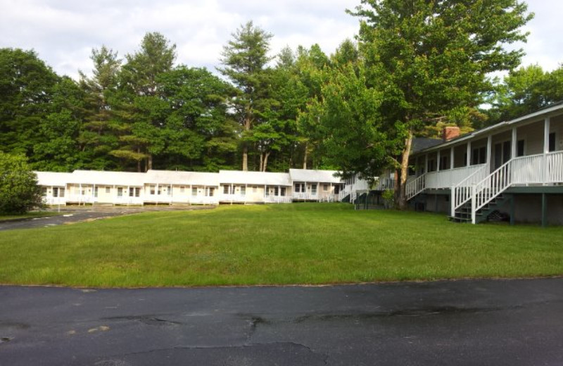 Exterior view of Highland Lake Resort.
