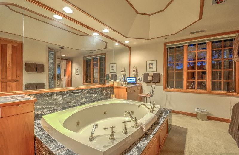 Rental bathroom at Retreatia.com.