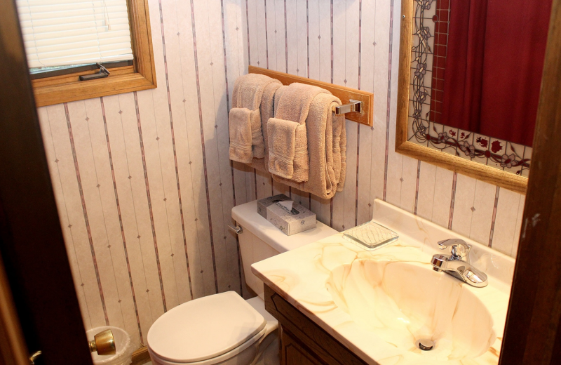 Suite bathroom at Sunnyside Knoll Resort.