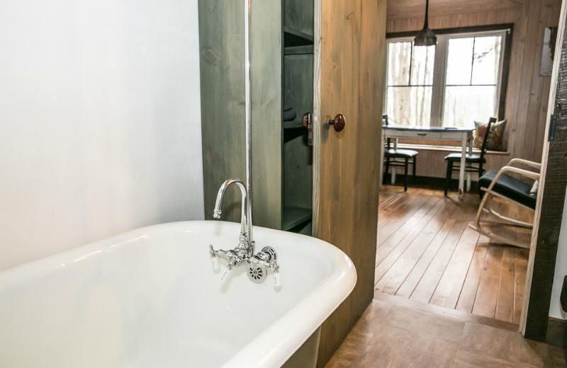 Guest bathroom at Blue Moon Rising.