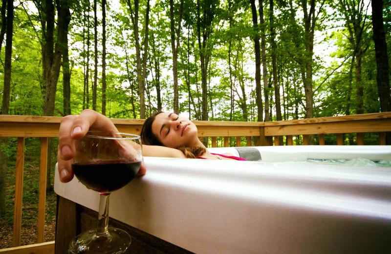 Hot tub at Country Road Cabins.
