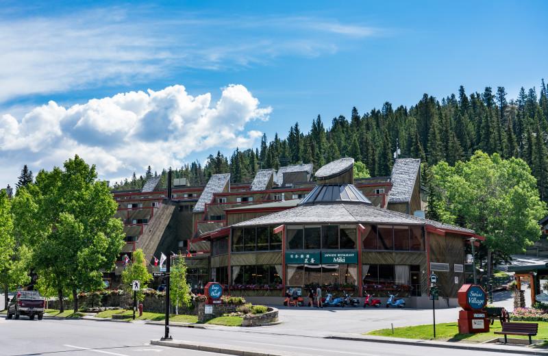 Inns of Banff - Exterior Summer