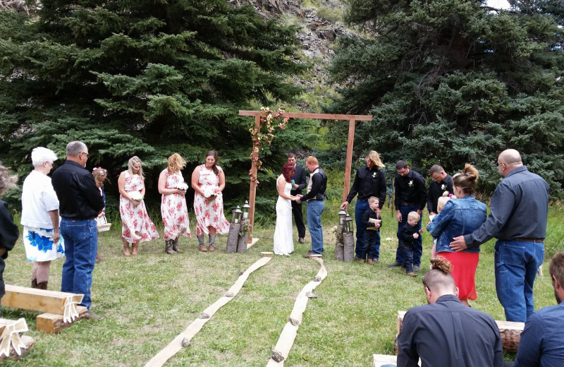 Weddings at Tomahawk Guest Ranch.