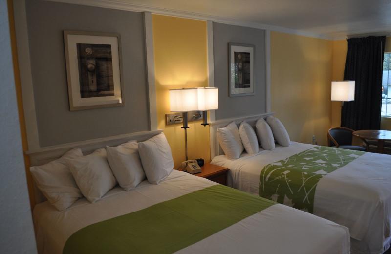 Guest room at Land O Nod Inn.