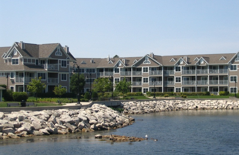Exterior view of Bridgeport Waterfront Resort.
