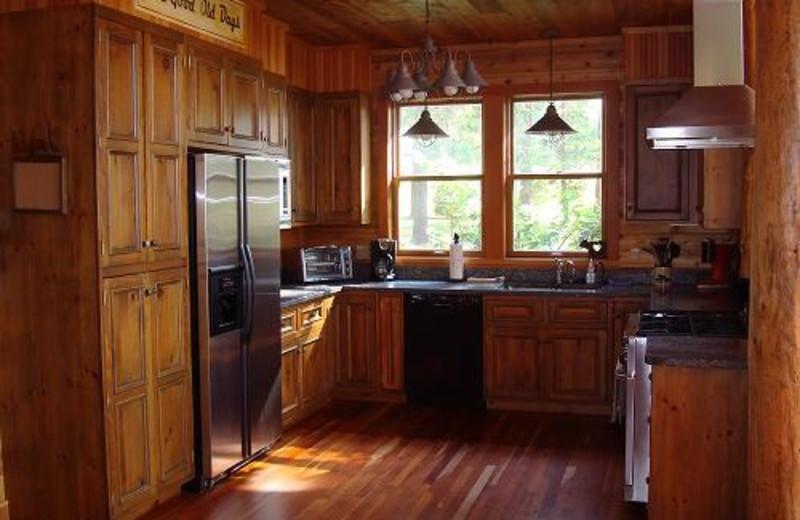 Gourmet Kitchen at Camp Wildlife   On Mirror Lake