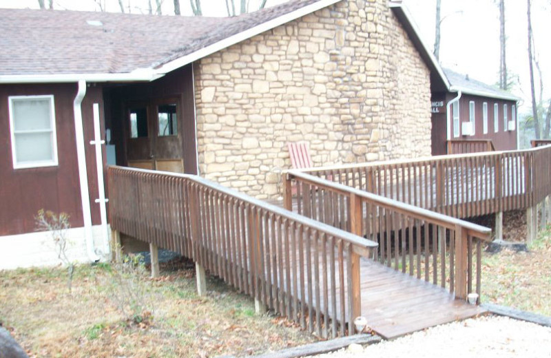 Exterior entrance of Pinecrest Camp Lodge.