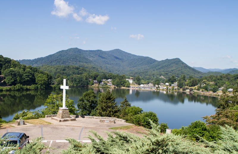 An expansive view of the lake and mountains beyond the cross at Lake Junaluska Conference and Retreat Center.
