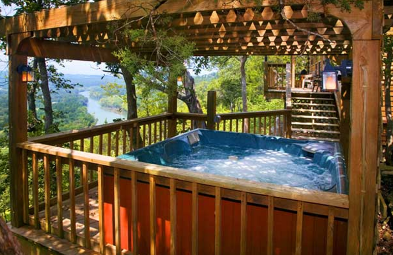 Hot tub at Can-U-Canoe Riverview Cabins.