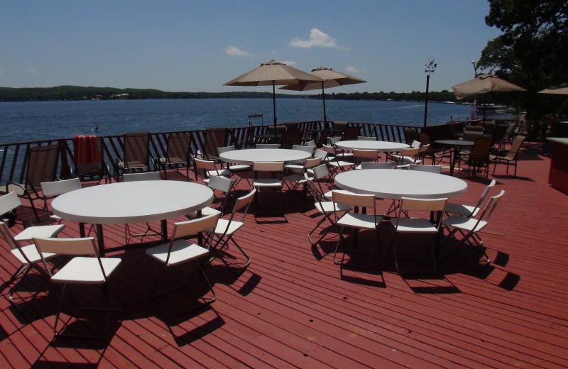 Outdoor dining at Fair Hills Resort.