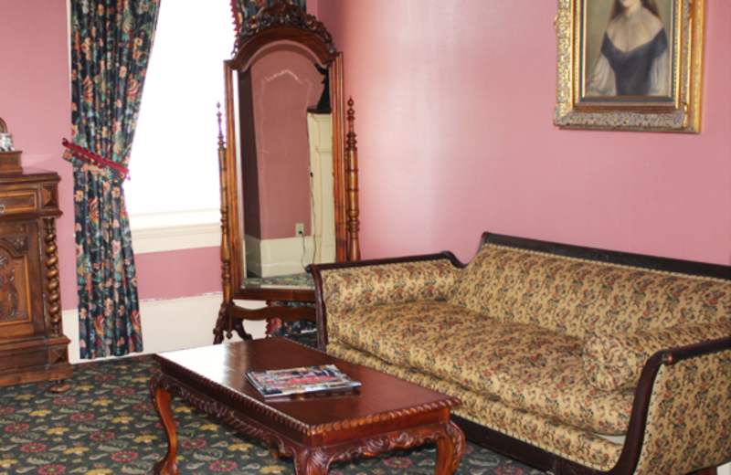 Guest sitting area at Ye Kendall Inn.
