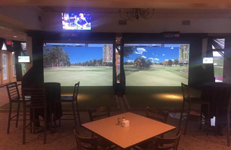 Virtual golf at Sawmill Creek Golf Resort & Spa.