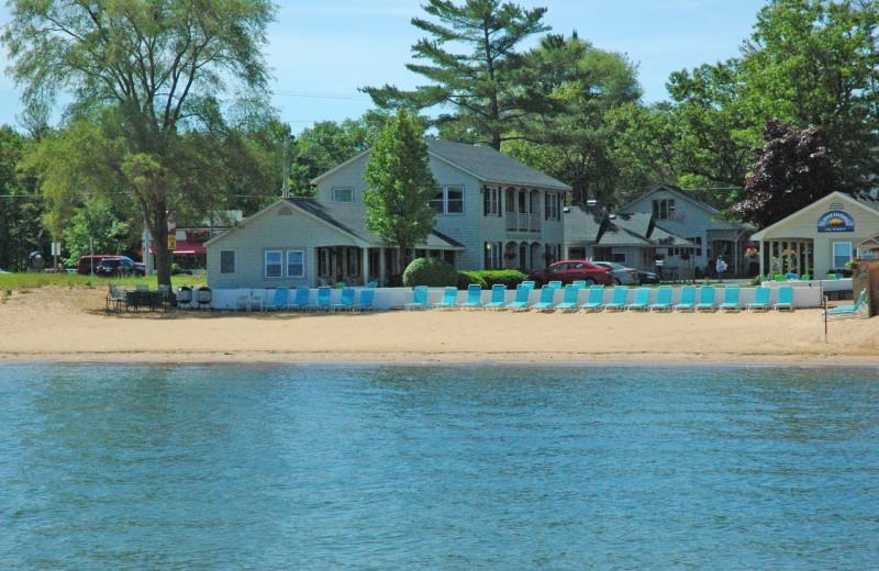 Exterior view of Lakeshore Resort TC.