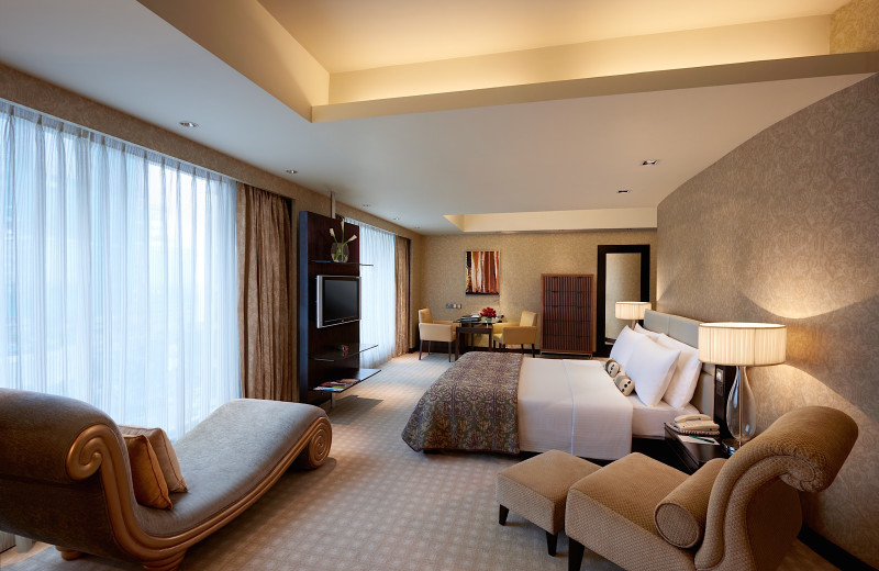 Guest room at Cinnamon Grand Colombo.