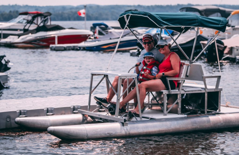 Family boating at Great Blue Resorts- Bellmere Winds Resort.