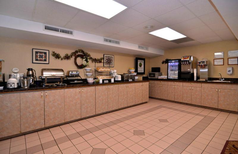 Breakfast Area at Comfort Inn at Thousand Hills