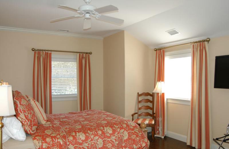 Guest room at Pondview At Deerfield.