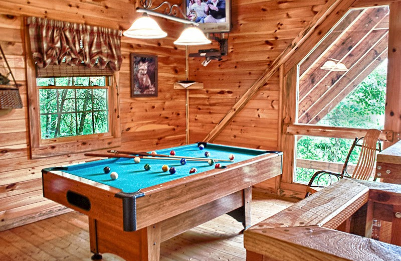 Attirant Cabin Game Room At Great Cabins In The Smokies.